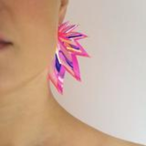 Øreringe – The Wings – rainbow/pink (medium) – af ByFossdal