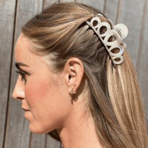 Stor råhvid hårklemme